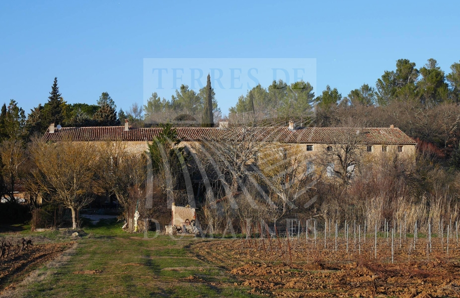 Vaste Domaine viticole de 180 hectares d'un seul tenant – Ref: 1917/015
