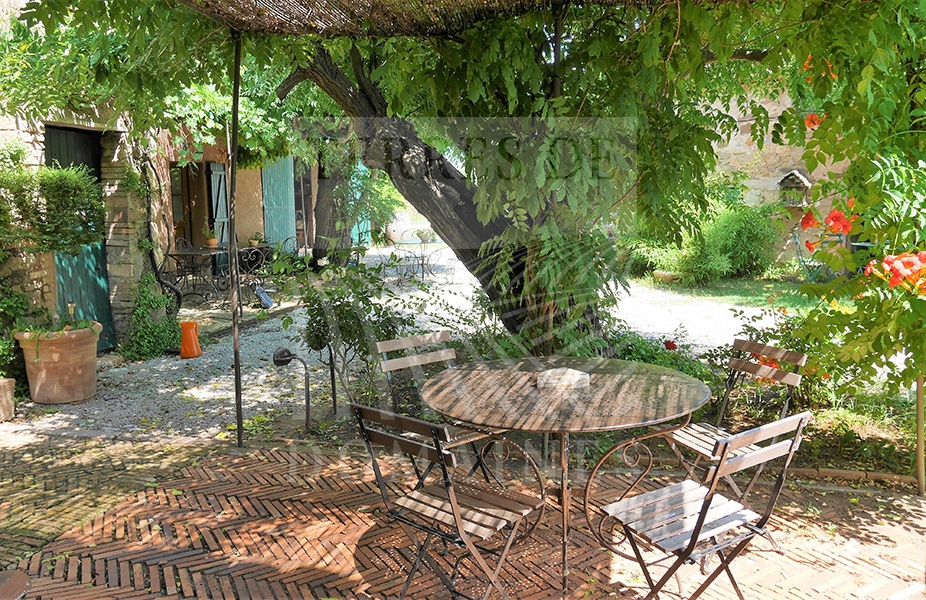 Un Domaine de charme en Provence – Ref: 1917/028